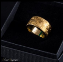 arany színű karikagyűrű